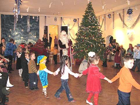Скачать детскую песню новый год возле елки хоровод